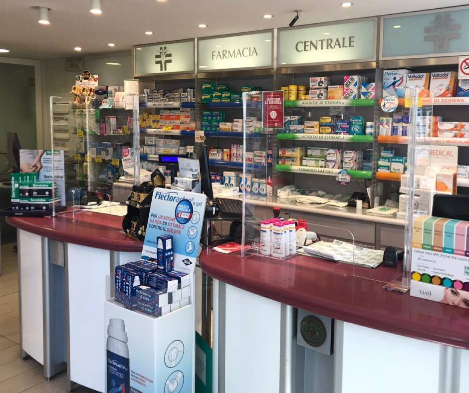 Transparent barrier for pharmacies
